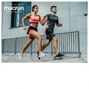 Macron running carre